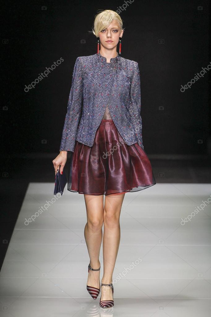 Giorgio Armani-Modenschau — Redaktionelles Stockfoto © fashionstock ...