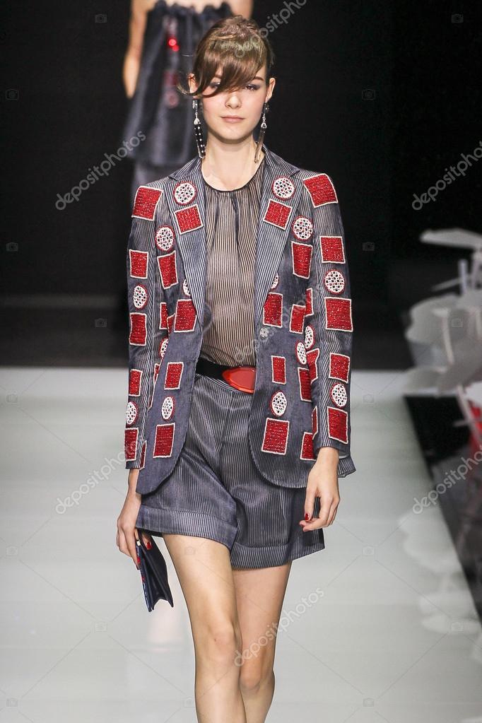 unique design cute official store Desfile de moda Giorgio Armani — Fotografia de Stock ...