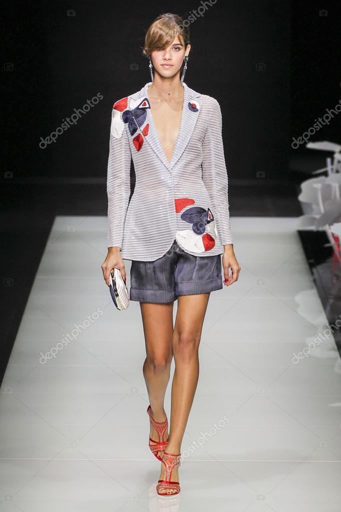 744bfbbf9e80 Défilé de mode Giorgio Armani — Photo éditoriale © fashionstock ...