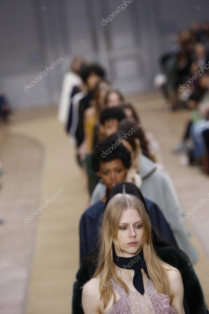 Chloe zeigen im Rahmen der Pariser Modewoche — Redaktionelles ...