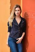 Fotografie Frau tragen modische Jacke