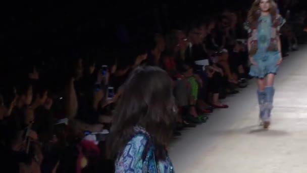 Etro Primavera-Estate 2015 Visualizza durante la Milano Fashion Week