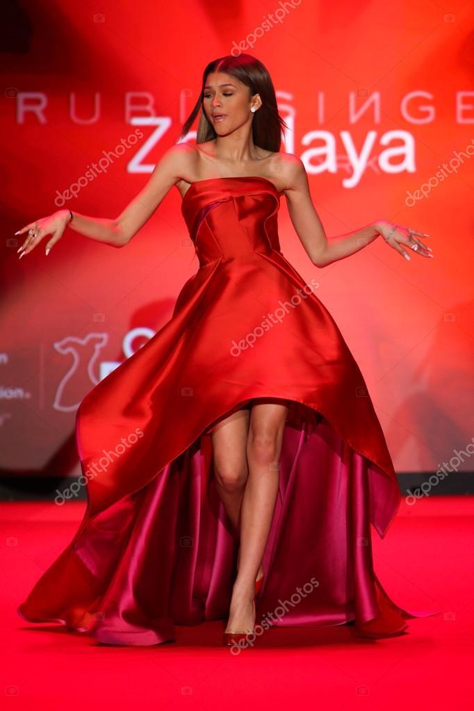 Платье зендаи