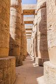 sloupová síň na chrámy v Karnaku