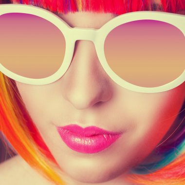 Woman wearing wig and sunglasses