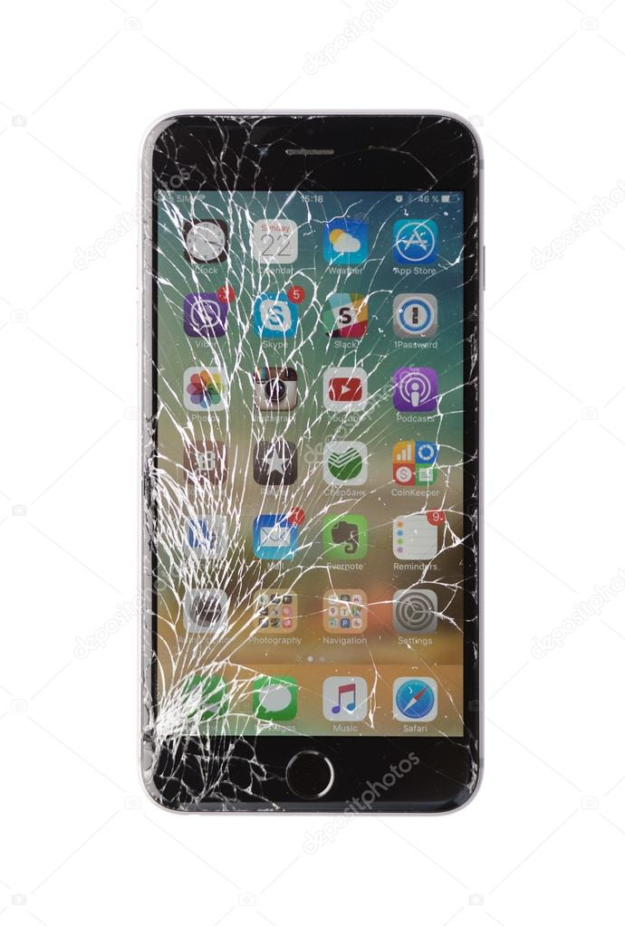 Iphone Endommage Sur Fond Blanc Photo Editoriale C Kyolshin 104593378
