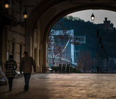 Photo People walking through arch in Budapest.