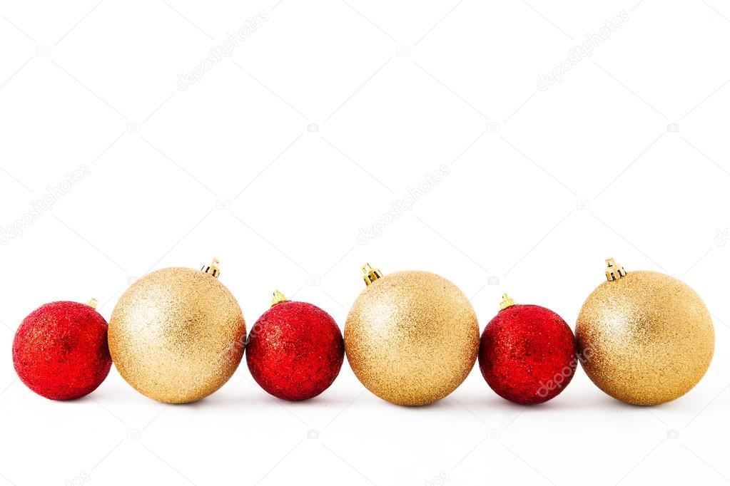 bolas de decoracin de Navidad rojo y dorado sobre un fondo blanco
