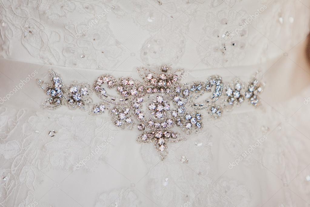 7b71ebf803 Csillogó strassz a luxus fehér esküvői ruha menyasszonyi öv — Stock ...
