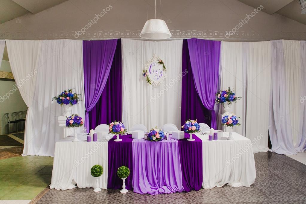 table d 39 honneur pour les mari s la salle de mariage. Black Bedroom Furniture Sets. Home Design Ideas