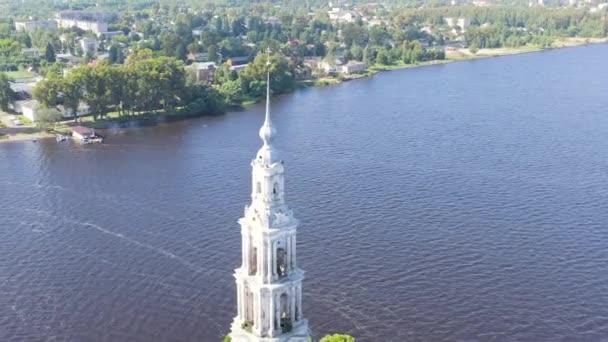 Kaljasin, Russland. Kaljasin Glockenturm. Glockenturm der Nikolaikathedrale (bekannt als überfluteter Glockenturm). 4K