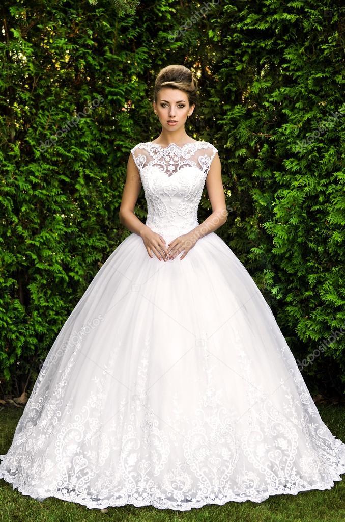 4c1acf9cb0 nő a menyasszonyi ruha — Stock Fotó © santiss #61716343