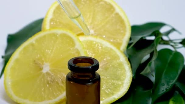 citrom illóolaj kis palackokban. szelektív fókusz.
