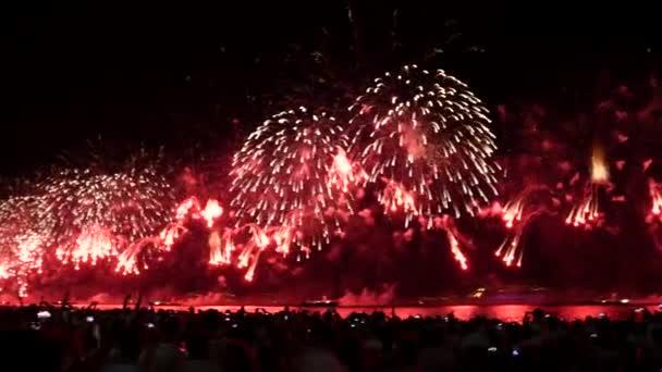 Látványos tűzijáték a Copacabana beach