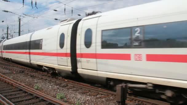 Vlaky v Kolíně nad Rýnem, Německo
