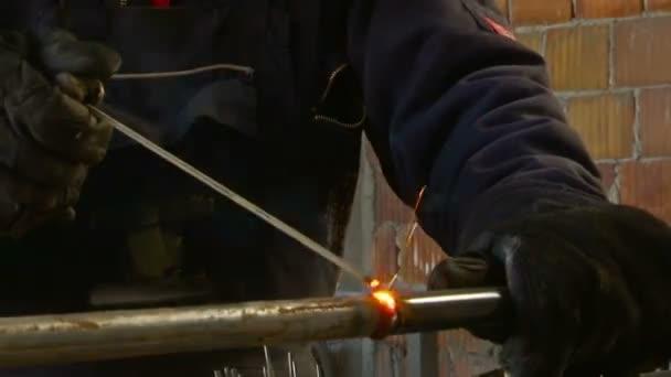Obloukové svařování ocelového potrubí