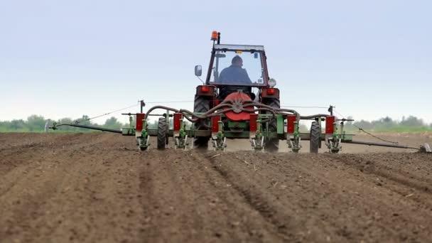 Traktor, se obilí květináč