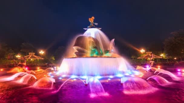 Času zanikla Mickey Mouse roztomilé barevné fontány Hong Kong Disneyland