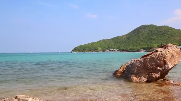 Tien Beach In Koh Larn Island Of Chonburi Thailand (pan shot)