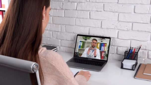 Arzt in Laptop-Bildschirmgespräch lehrt Online-Webcam, medizinische Fernausbildung