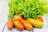 hlávkový salát a rajčata
