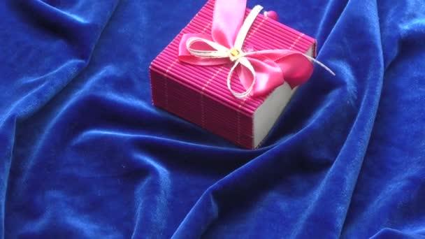 dárek v krabičce
