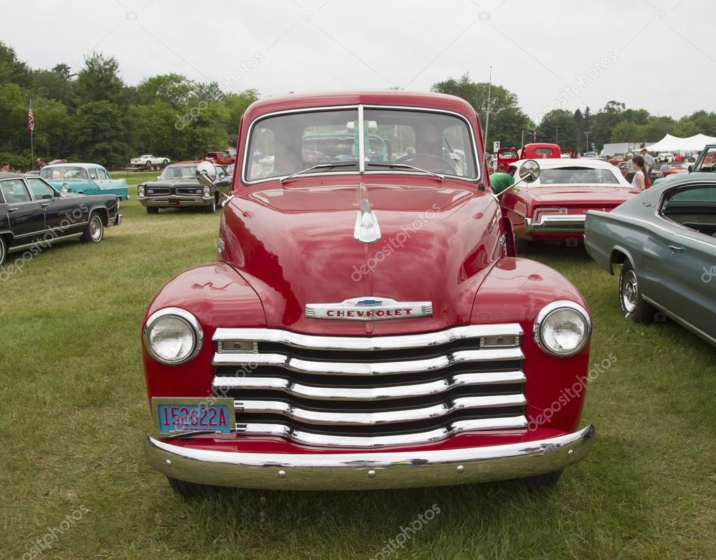 Vintage Red Chevy 3600 Pickup Truck Front view — Foto editorial de ...