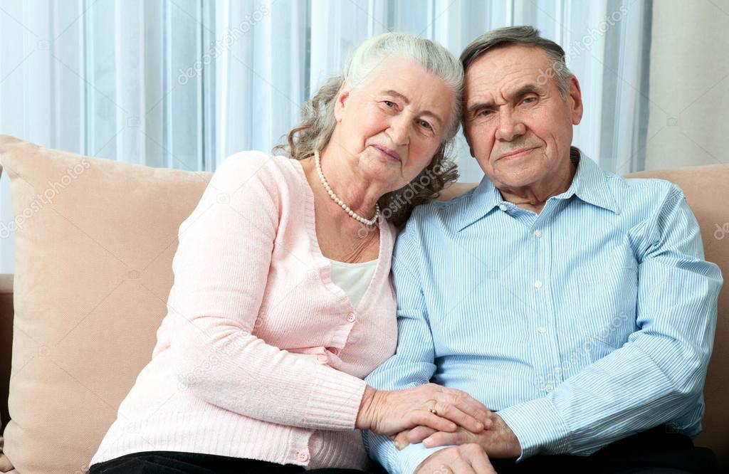 Elderly couple same pose — photo 2