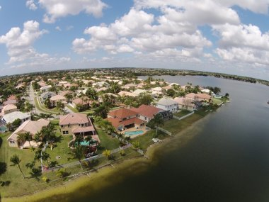 Luxury suburban homes in Florida