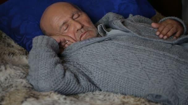 Opa schläft