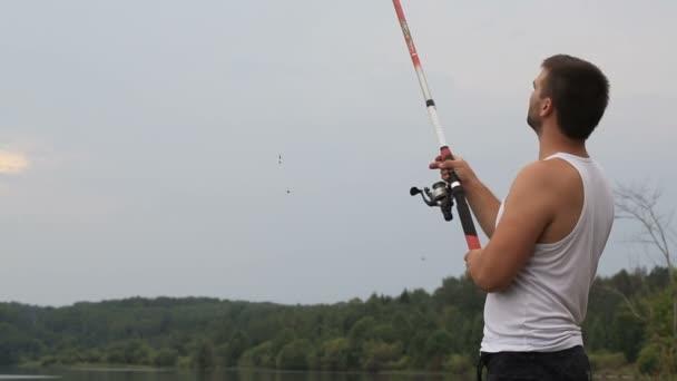 Halász dob egy horgászbot