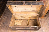 Photo Empty old wooden chest