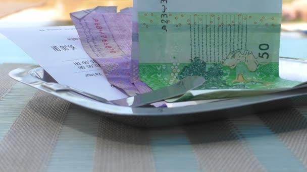 Marokkói pénzt, és a lemez átvételét
