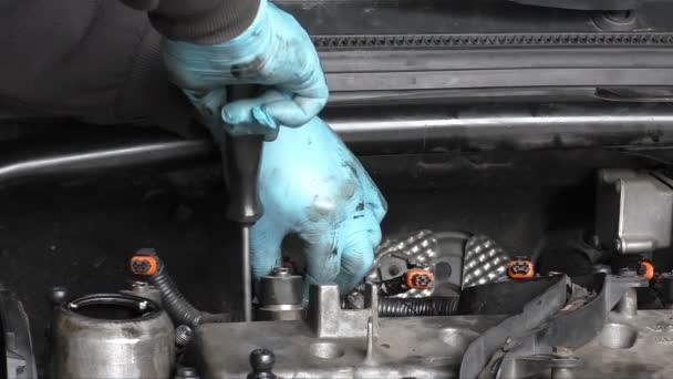 Demontáž vstřikovačů paliva