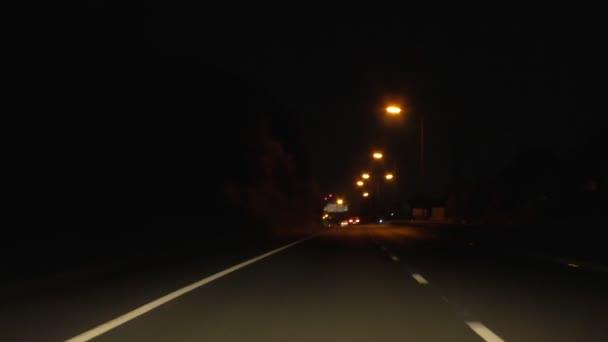 Řízení dálnice v noci