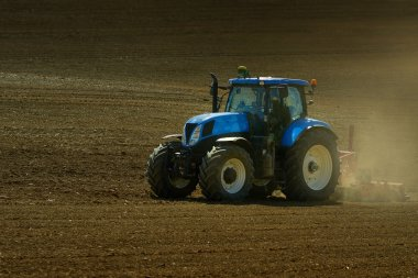 tractor in campain
