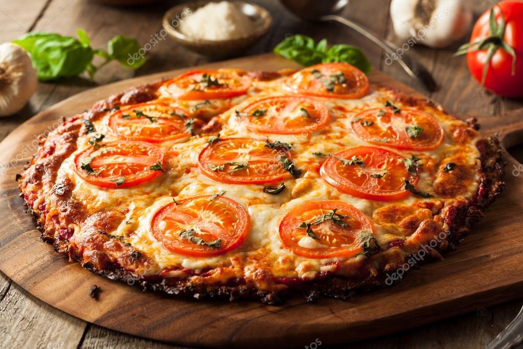 Hausgemachte vegane Blumenkohl Crust Pizza — Stockfoto © bhofack2 ...