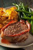 Organický trávy Fed slaninou zabalené Steak ze svíčkové