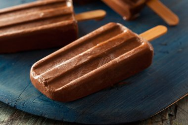 Homemade Cold Chocolate Fudge Popsicles