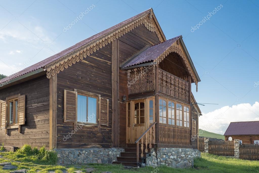 W Mega Nowoczesny dom drewniany z elementy dekoracyjne — Zdjęcie stockowe DP44