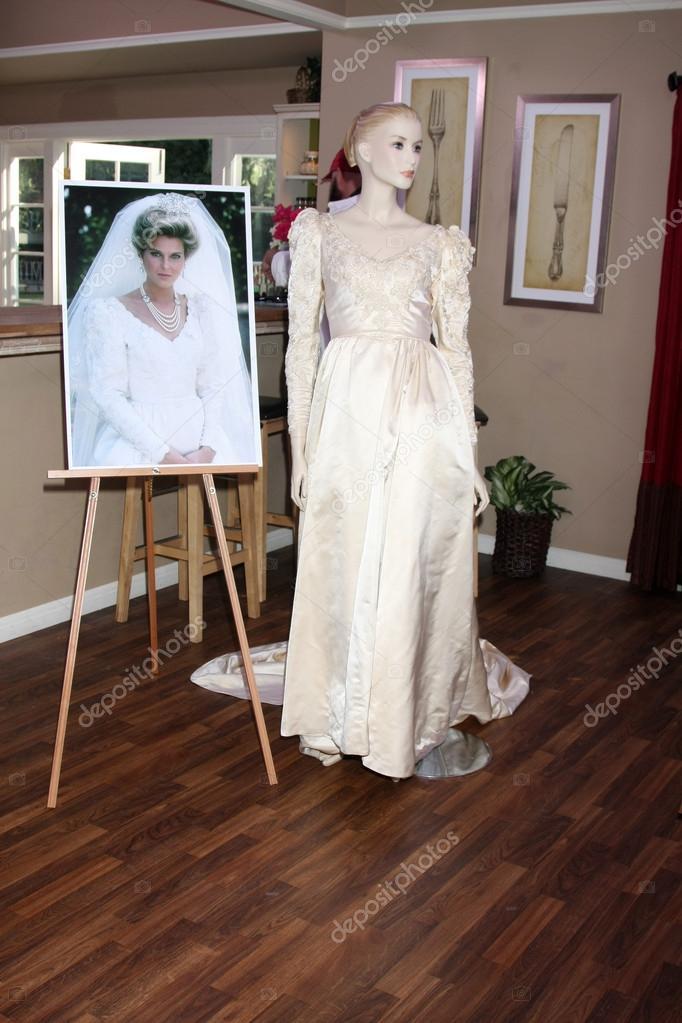 Dynasty Costume -  Amanda Bedford Carrington