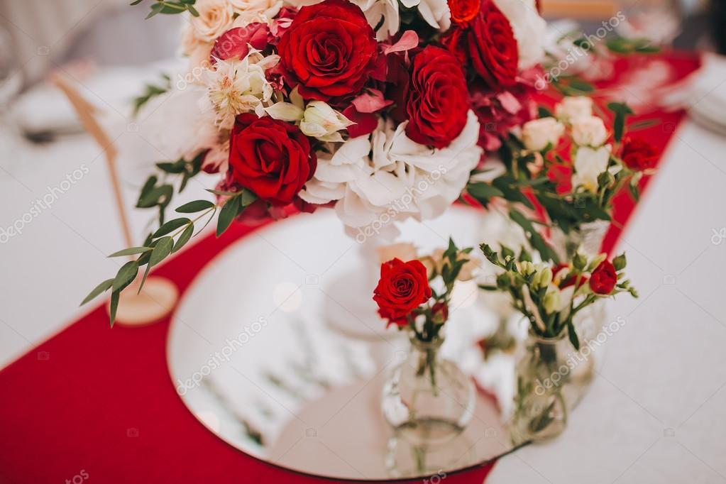 Hochzeit-Blumen-Zusammensetzung — Stockfoto © hinhanni #106511448