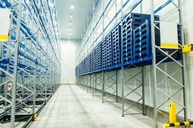 Freezer food storage warehouse spanning form.