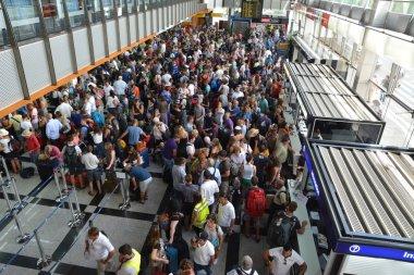Crowd of people in the Split airport queue