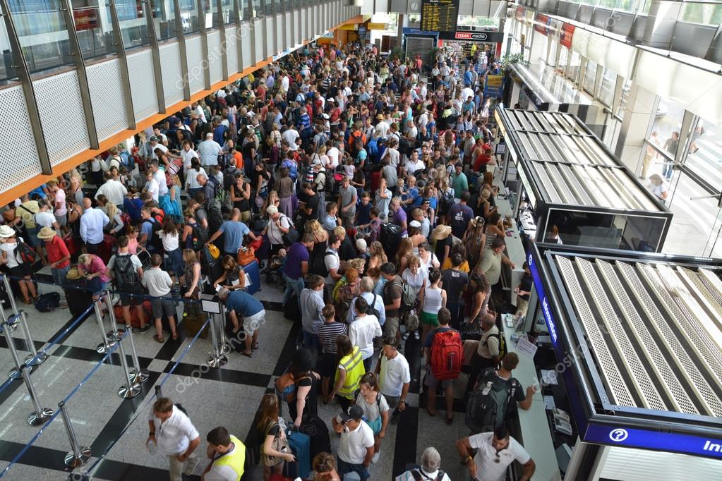 Crowd Of People In The Split Airport Queue Stock Editorial Photo 169 Leont 57036013
