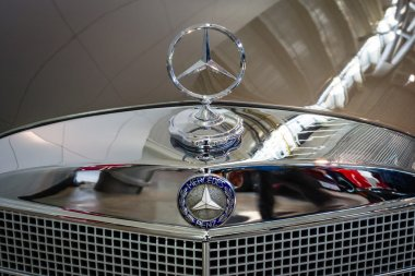 Hood ornament of Mercedes-Benz 220 SE (W128), close-up.