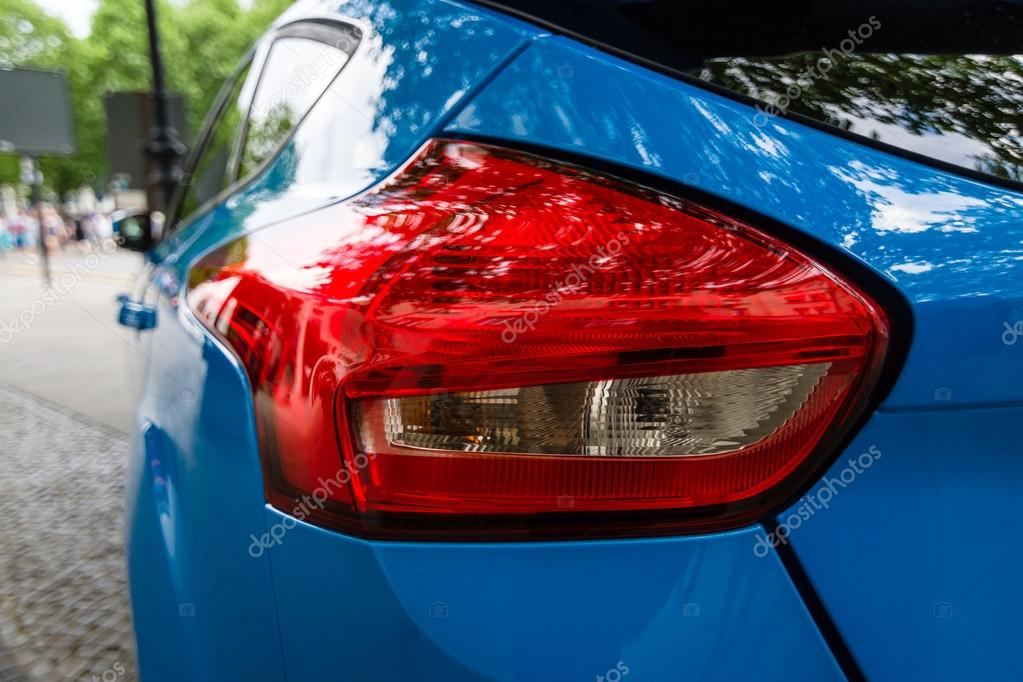 stoplight of compact car ford focus rs third generation close up