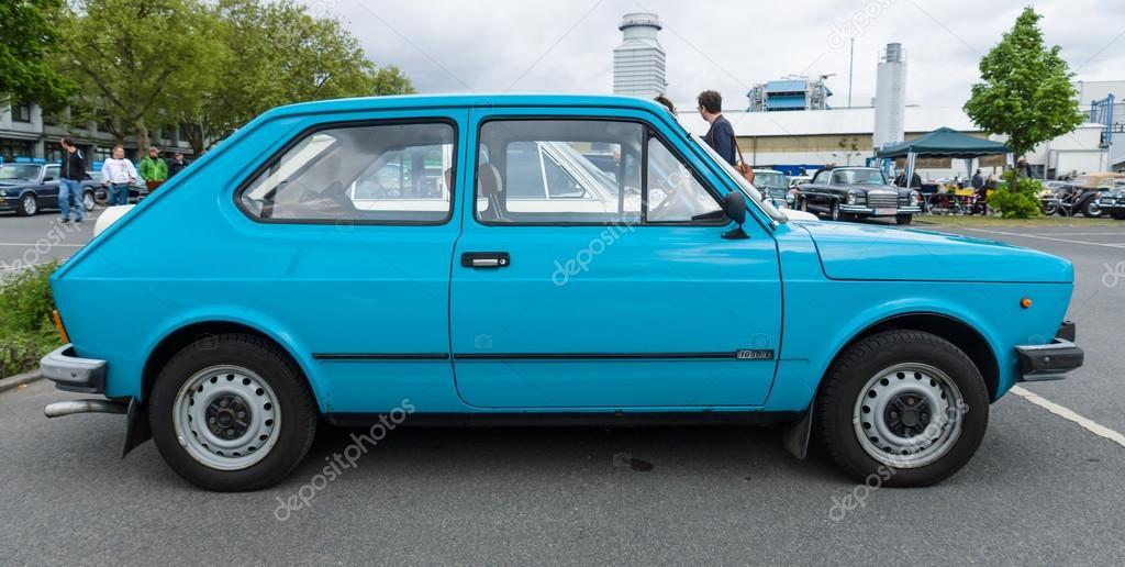 小型車フィアット 127 シリーズ ...