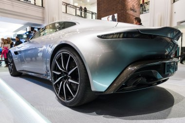 Grand tourer Aston Martin DB10