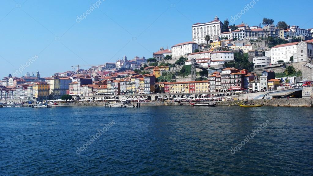 Fluss In Portugal douro fluss porto portugal stockfoto tiagoladeira 85230378